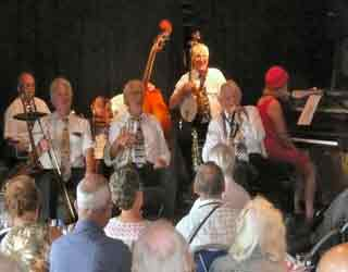 Brian Carrik's Algiers Stompers playing Just a Little While to Stay at The Waterfront Centre, Bude. 28th August 2007