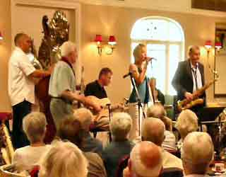 Keith Stephens Hot Club trio and Caroline Irwin , The Falcon Hotel, Bude. 29th August 2007